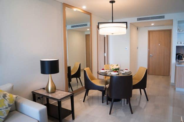 dining-area-comfortable-studio-flat-hotel-room_1262-12324